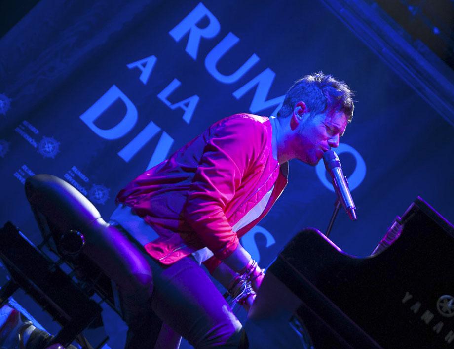 Pablo López con piano