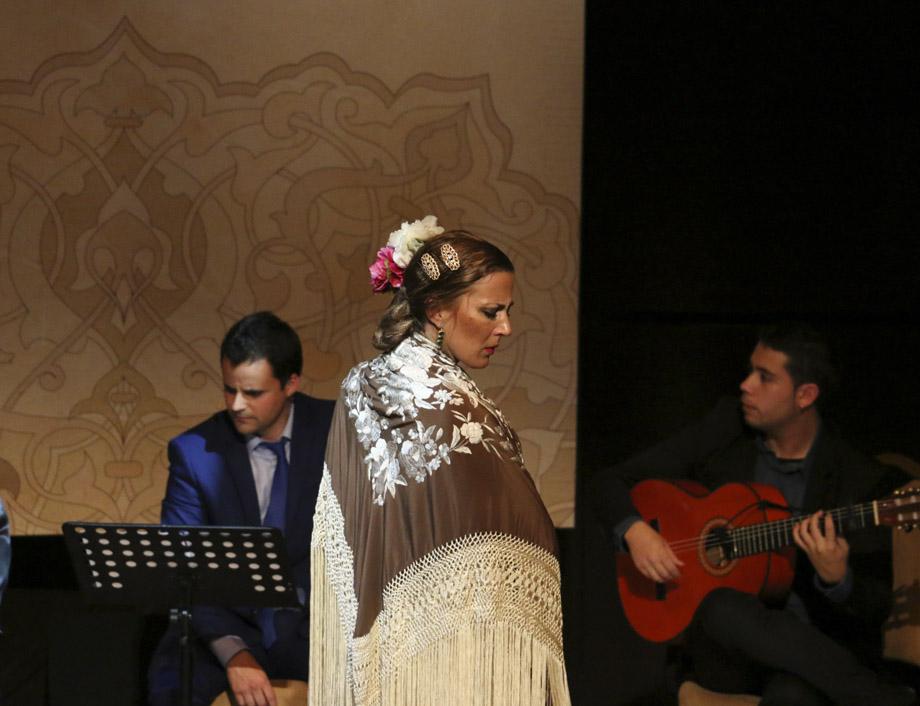 Kika Quesada con guitarra y cajón