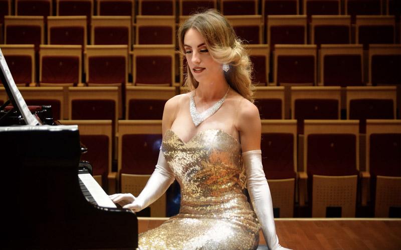 pianista mujer contratación eventos