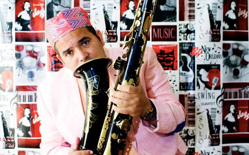 saxofonista de musica cubana